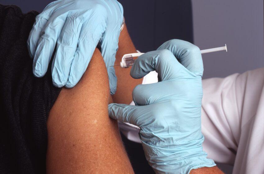 É fato: após suspensão, testes clínicos da vacina de Oxford recomeçam no Brasil