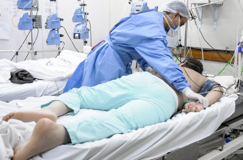 Fato ou fake: pronação pode evitar que paciente seja intubado? Médico explica