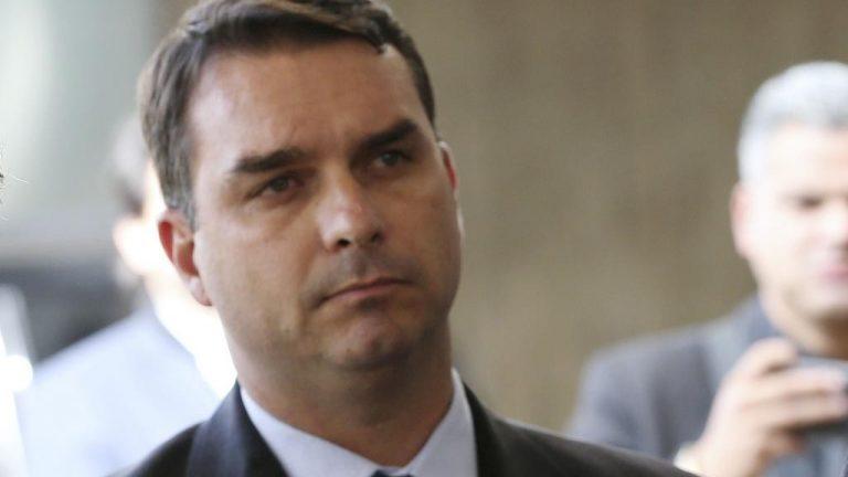 Senador Flavio Bolsonaro afirma ter se curado da Covid-19 utilizando Hidroxicloroquina e Azitromicina